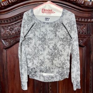 Euc Pam & Gela Hi/Low Zipper Detail Sweatshirt!